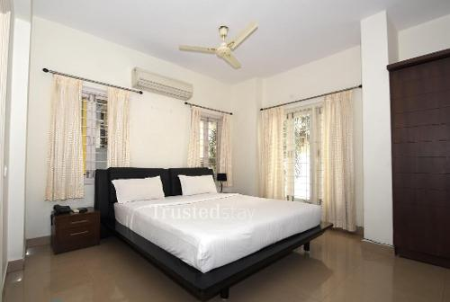 Qualified Service apartments in Hyderabad, Banjara Hills - Master bedroom